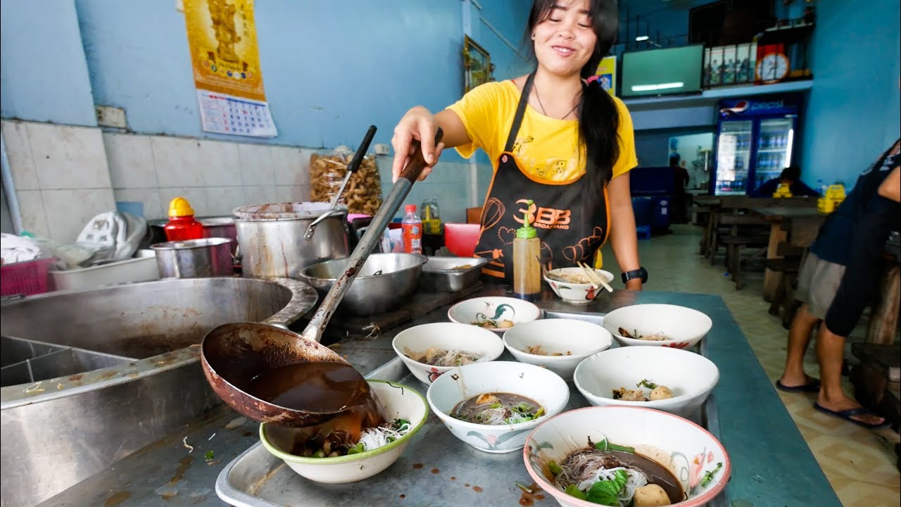 Top 5 Thai Street Food Noodle Dishes To Try In Bangkok Thailand With Mike Chen Farang Lifestyle